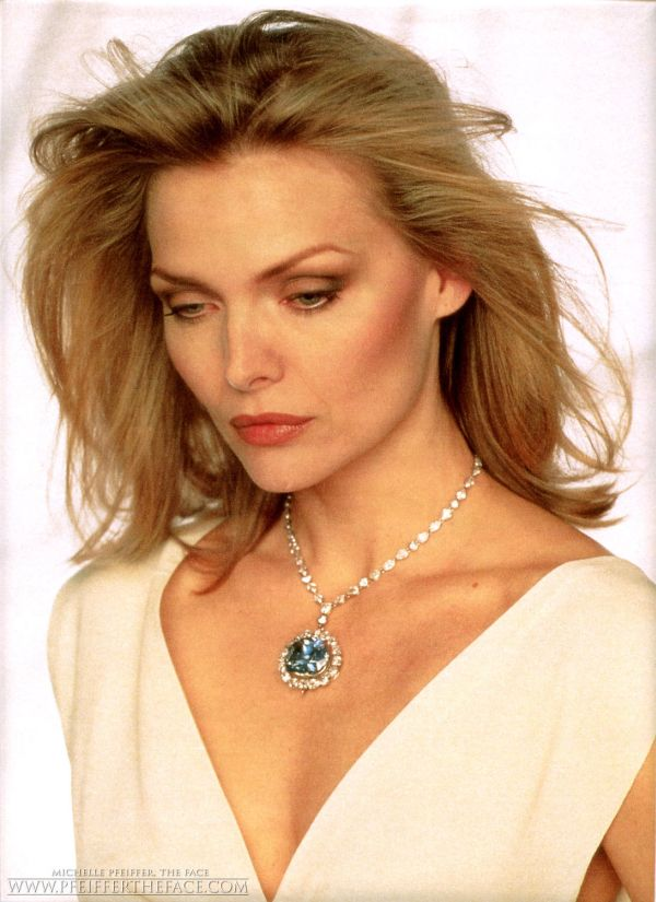 Michelle-Pfeiffer-michelle-pfeiffer-6765500-1091-1500