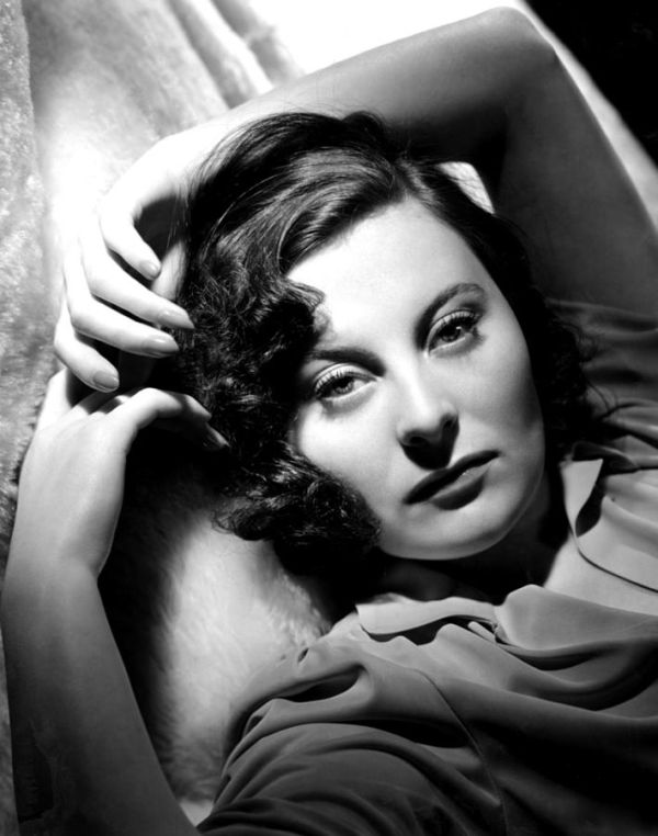 michele-morgan-portrait-ca-1941-everett
